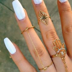 White nails//finger jewlery