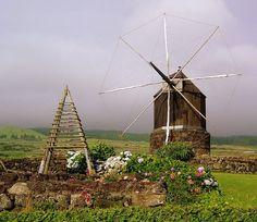 Moinho tipico-Angra do Heroismo - Açores - PORTUGAL