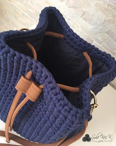 I'm thinking of showing the next bag of lining sewing this dark color because it would not be seen a little more if I had to tell eyi ar – Gökşen Anıl – Join the world of pin Bolso a crochet Crochet Handbags, Crochet Purses, Crochet Bags, Crochet Wallet, Crochet Backpack, Love Crochet, Knit Crochet, Simple Crochet, Crochet Ideas