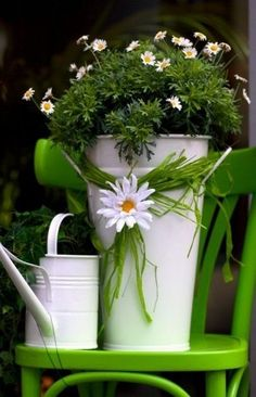 Watering can n Daisy Fleur Design, Daisy Love, Daisy Daisy, Daisy Chain, Deco Floral, Garden Chairs, Shades Of Green, Container Gardening, Outdoor Gardens