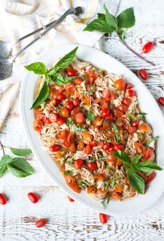 Light, bright, and perfect for summer, Slow Cooker Balsamic Tomato Basil Pulled Chicken is super easy to prepare and so delicious.If there are three flavors everyone in my family can agree on they … Healthy Slow Cooker, Slow Cooker Recipes, Crockpot Recipes, Crockpot Dishes, Barbecue Recipes, Whole 30 Recipes, Real Food Recipes, Healthy Recipes, Easy Recipes