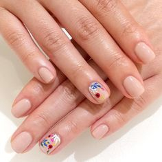 """MINIMALIST FLORAL Dip your toe in the nail art waters with a floral design on one finger per hand. Paint the rest with a nude like OPI Classic Nail Lacquer in """"Samoan Sand"""" Cute Nails, Pretty Nails, Hair And Nails, My Nails, American Nails, Classic Nails, Floral Nail Art, Dipped Nails, Cool Nail Designs"""