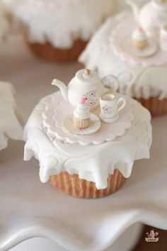Tea Party Cupcake Toppers & Marshmallow Fondant Recipe - My CMS Cupcakes Cool, Tea Party Cupcakes, Beautiful Cupcakes, Cute Cakes, Themed Cupcakes, Marshmallow Fondant, Cupcake Fondant, Fondant Toppers, Fondant Icing