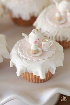 Tea Party Cupcake Toppers & Marshmallow Fondant Recipe - My CMS Cookies Cupcake, Tea Party Cupcakes, Themed Cupcakes, Marshmallow Fondant, Cupcake Fondant, Fondant Toppers, Fondant Icing, Decoration Patisserie, Beautiful Cupcakes