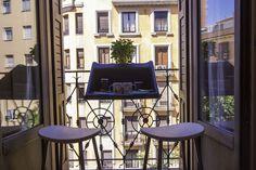 Conçu par Michael Hilgers pour Rephorm, BalKonzept repose une idée simple et astucieuse : l'objet s'accroche au balcon pour devenir table d'appoint et jardinière.