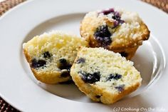 Light, streusel-topped blueberry muffins made with rice flour. A flavorful gluten-free muffin alternative. Gluten Free Rice, Gluten Free Baking, Gluten Free Desserts, Dairy Free, Vegan Desserts, Rice Flour Recipes, Bread Recipes, Brown Rice Cooking, Gluten Free Blueberry Muffins