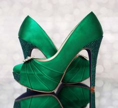 Custom Wedding Shoes: Emerald Green Platform Wedding Shoes with Crystal Covered Heel Emerald Green Wedding Shoes, Emerald Shoes, Wedding Heels, Prom Shoes, Beautiful Lights, Bridal Shoes, Shoe Boots, Wedding Inspiration, Jealous