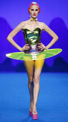 Funky Fashion, Fashion Art, Mens Fashion, Fashion Design, Prada, Moda Funky, Space Girl, School Fashion, Costume Design