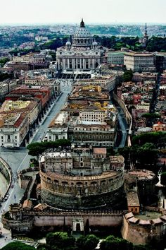 Full of wonder. Probably one of my favorite spots in Rome-->Basilica San Pietro e Castel Sant`Angelo Visit Rome, Visit Italy, The Places Youll Go, Places To See, Rome Florence, Voyage Rome, Le Vatican, Most Beautiful Cities, Rome Italy