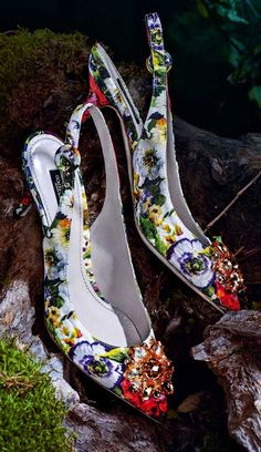 Fall Winter 2014-2015 Accessory Trends: Dolce&Gabbana Floral Print Brooch Application Bellucci Sling Back