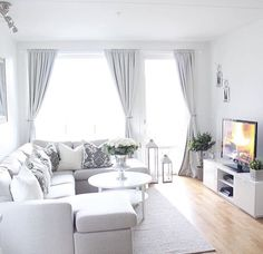 ❤ Nice design overall for a small living room, but the curtains could be hung more attractively. House Interior, Small Apartment Interior, Curtains Living Room, Apartment Decor, Living Room Decor Apartment, Interior, Apartment Design, Living Room Grey, Living Room Designs