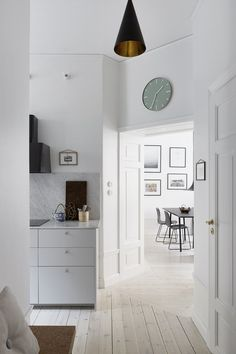 Post: Renovar acabados en pisos antiguos --> blog decoración nórdica, decoración pisos pequeños, decoración salones, obra nueva, piso sueco decoración, pisos nórdicos, renovar acabados vivienda