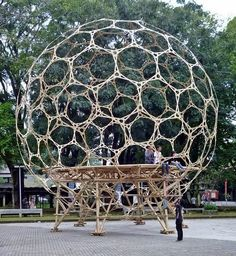 Bamboo Architecture, Amazing Architecture, Architecture Design, Geodesic Sphere, Geodesic Dome Homes, Dome Structure, Bamboo Structure, Earthquake Resistant Structures, Geometric Construction