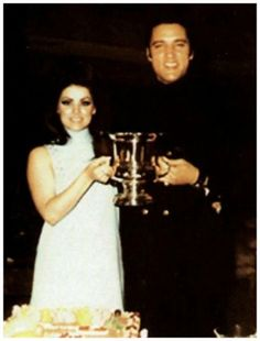 """May 1968 Elvis and Priscilla had their first wedding anniversary. It was catered by the Deli Restaurant at the house. Priscilla received flowers from Elvis with a card saying: """"Love, Elvis. King Elvis Presley, Elvis And Priscilla, Priscilla Presley, Lisa Marie Presley, First Wedding Anniversary, Beard Lover, Star Pictures, Graceland, Hair And Beard Styles"""