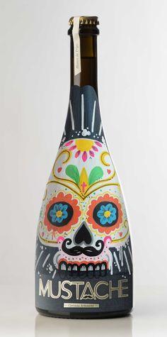 Botella de Cerveza CATRINA pintada a mano por Dokidoki Planet. De venta en dokidokiplanet.com