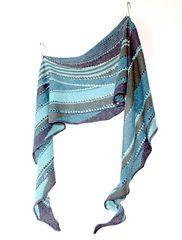 Blue Smiley wird mit 4 wundervollen Blautönen gestrickt, Du benötigst für das gesamte Tuch nur 100g.