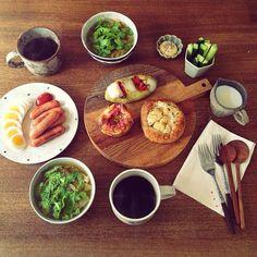 朝ごはんmgmg。  憧れのパンデュースのパン。 あぁ、あぁ、美味しくて幸せ♡ ありがと! @plus5u  春キャベツとセロリをどっさり入れたスープもうまうま♡  さて、今日は免許の更新に行かねば。 のんびりしすぎてて、期限がうっかり明日までだった… 危ない危ない(((;;´ω`;;))) - @cao_life- #webstagram