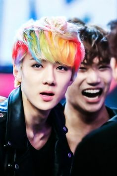 LOL look at Kai' s deep back there. XD BUT SEHUNS HAIR. IT'S AMAZING. I WANT SKITTLES. IT MAKES ME HAPPY. YEHET
