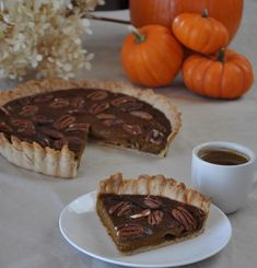 Chai Masala Pumpkin Pie No Thanksgiving meal is complete without pie and no Indian meal is complete without chai! This recipe truly represents me: - Veggiecurean Vegan Dessert Recipes, Indian Food Recipes, Baked Pie Crust, Eggless Baking, Pie Dish, Thanksgiving Recipes, Food Processor Recipes, Sweet Treats, Pumpkin