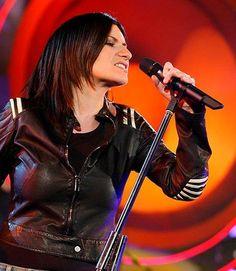 Laura Pausini Her Music, Good Music, Singing Contest, Super Star, Pop Singers, Record Producer, Lp, Love Her, Punk