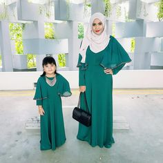 Darling Muslim Mom and Baby Outfit Styling – Girls Hijab Style & Hijab Fashion Ideas Mommy Daughter Dresses, Mother Daughter Fashion, Mom Dress, Baby Dress, Mom And Baby Outfits, Little Girl Dresses, Girl Outfits, Girls Dresses, Muslim Fashion