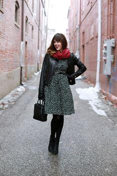 só que o contrário: vestido vermelho, jaqueta vermelha, lenço preto. What I Wore | Connect the Dots, Jessica Quirk, whatiwore.tumblr.com, #fashionblog
