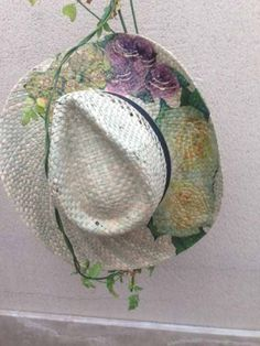 Taller sombrero de paja en Artesanato Tienda Taller