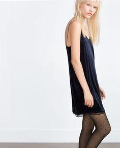 изображение 4 из ПЛАТЬЕ ИЗ БАРХАТА от Zara