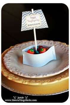 {Thanksgiving Place Cards-Mini Mayflower Nut Cup Ships *Free Download}