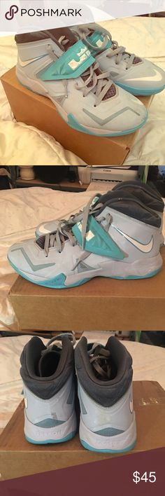 Lebron Zoom Solider VII 7 GUC 8.5 Men's worn Lebron James Zoom Soldier VII 7. Size 8.5. (Men's 8.5/women's 10). Visible wear. Beaters but def still wearable. Nike Shoes