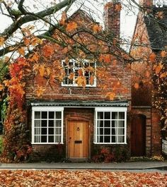 Beautiful Homes, Beautiful Places, Autumn Aesthetic, Autumn Cozy, Vintage Stil, Autumn Inspiration, Humble Abode, Curb Appeal, My Dream Home