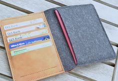 TRAVEL WALLET by filzstueck on Etsy