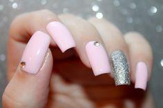 Pink Swarovski Nail Art by diamant sur l'ongle