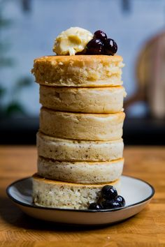 All you need is 10 ingredients to make the these vegan Japanese souffle pancakes for your vegan breakfast or brunch Ready in 30 minutes from start to finish. You will be shocked you made these yourself! Pancakes Végétaliens, Dairy Free Pancakes, Souffle Pancakes, Best Vegan Pancakes, Vegan Breakfast Recipes, Vegan Recipes, Dessert Recipes, Brunch Recipes, Beef Recipes