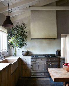 Kitchen Remodel & Decor - Money-Saving Kitchen Renovation Tips - Ribbons & Stars Home Decor Kitchen, Kitchen Interior, Kitchen Dining, Kitchen Cabinets, Farmhouse Interior, Kitchen Ideas, Rustic Kitchen, Eclectic Kitchen, Bar Kitchen