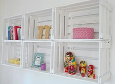 Alte Obstkisten als Weinregal  (Old fruit boxes as shelves)