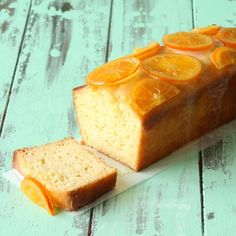 Moist orange yogurt cake loaf with candied oranges and an orange glaze Ingredients: 1 cups all-purpose flour, 2 teaspoons baking powder, teaspoon kosher salt, 1 cup Greek yogurt, 1 cup. Baking Recipes, Cake Recipes, Dessert Recipes, Orange Yogurt, Orange Juice, Candied Orange Slices, Desserts Keto, Yogurt Cake, Loaf Cake