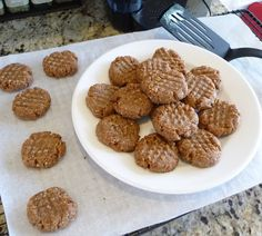 These scrumptious little grain-free, sugar-free cookies are certainly not flavor-free! But they are guilt-free – that's because their sweetness comes from fiber-rich dates and their crunch fr…