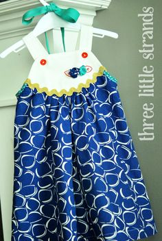 Blue Apron Dress, I have some fabric that would be perfect for this!