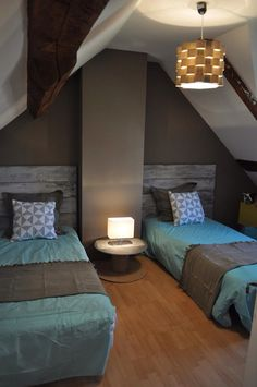 Chambre on pinterest armoires bed nook and bedrooms - Chambre bleu turquoise et taupe ...