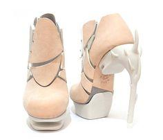 Le designer de chaussures Chaemin Hong basé à Londres vient de réaliser cette paire audacieuse donc le talon est une impression 3D.
