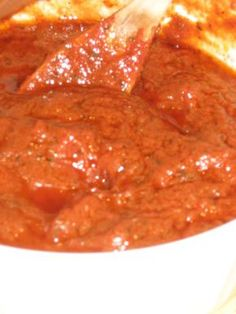 NEW YORK STYLE PIZZA SAUCE This creates a slightly sweet, intense tomato sauce typical of New York-style slices. Its also good served with pasta. Empanada, New York Style Pizza Sauce Recipe, Sweet Pizza Sauce Recipe, New York Pizza Dough Recipe, Sauce Recipes, Cooking Recipes, Homemade Sauce, Pasta Dishes, Italian Recipes