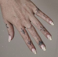 Gee Hawkes🌹 on Insta Hand And Finger Tattoos, Finger Tattoo For Women, Hand Tattoos For Women, Small Hand Tattoos, Finger Tattoo Designs, Small Forearm Tattoos, Mini Tattoos, Cute Tattoos, Simple Finger Tattoo