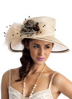 Love this derby hat. Kentucky Derby Fashion, Kentucky Derby Hats, Fancy Hats, Cool Hats, Beauty And Fashion, Womens Fashion, Derby Outfits, Fascinator Hats, Fascinators