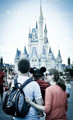 Disney family photo-- I want one like this!