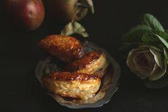 『蘋果酥Chaussons』在法國一般的麵包店都會賣,因為他是早餐餐桌上的偶爾一個小角色. 除了偶爾來早餐咖一…