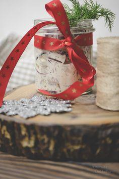 Śledzie po francusku - z cebulą i ogórkiem kiszonym w sosie majonezowo-musztardowym Gift Wrapping, Recipes, Gifts, Gift Wrapping Paper, Presents, Wrapping Gifts, Recipies, Ripped Recipes, Favors