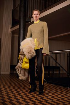 Givenchy Pre-Fall 2017 Fashion Show