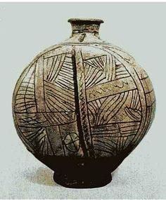 (Korea) Buncheong Ware Bottle. ca late 15th century CE. Joseon Kingdom, Korea. 23.5cm. Japanese private collection. 분청선각선문편병. 일본 개인 소장