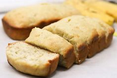 Low-Calorie Banana Bread - Simply Low Cal Low Calorie Banana Bread, Skinny Banana Bread, Low Calorie Breakfast, Moist Banana Bread, Vegan Breakfast Recipes, Snack Recipes, Dessert Recipes, Bread Recipes, Keto Recipes